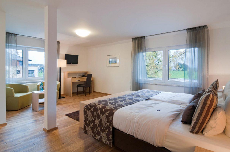 doppelzimmer-landseite-familien-hotelzimmer-bodenseehotel-sonnenhof-kressbronn